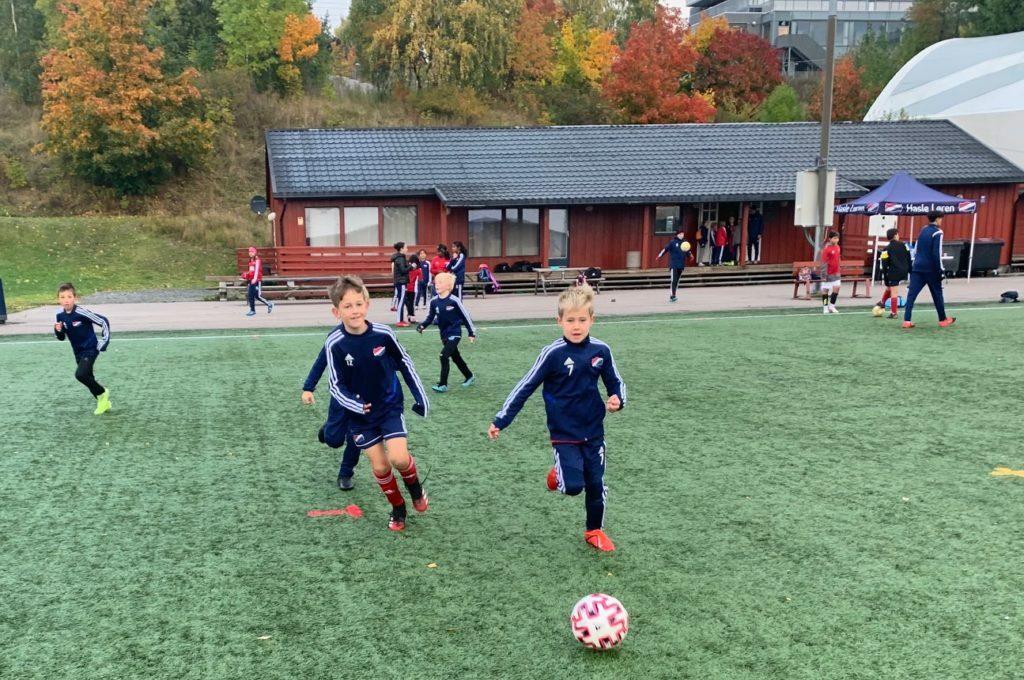 Bilde av ivrige fotballspilere i Hasle-Løren.